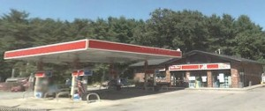 Gulf gas station in Boxborough, MA where Peter L. Parenteau was arrested (Google streetview)