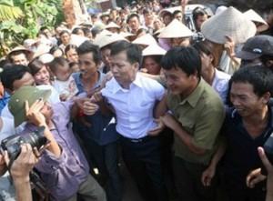 Nguyen Thanh Chan (in white shirt) was greeted by a large crowd when he returned to his village on November 4, 2013 after more than 10 years of incarceration.