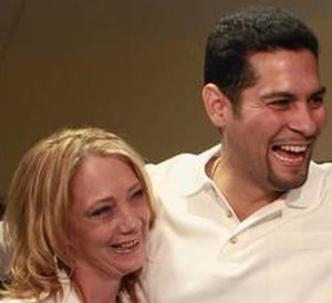 Juan Rivera (center) with wife Melissa Sanders-Rivera at Northwestern University Law School January 2012. (Abel Uribe, Chicago Tribune)
