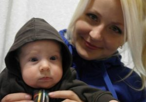 Yevgenia Chudnovet with her son before her prosecution (VKontakte.com)