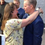 Kaj Linna greeted by his sister upon his release on May 30, 2017 (Krister Stenlund - Folkbladet Västerbotten)