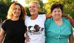 Daniela Poggiali (center) with sisters Barbara (L) and Claudia (R) after her release from prison on July 7, 2017 (Lapray)